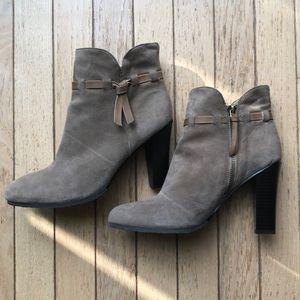 Booties!!! Loft- brown Suede